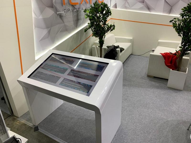 Наша команда предоставила сенсорный стол Dedal Air 43 с разработанным программным обеспечением